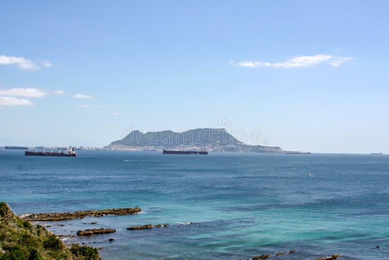 在直布罗陀的海的远的看法 免版税库存图片