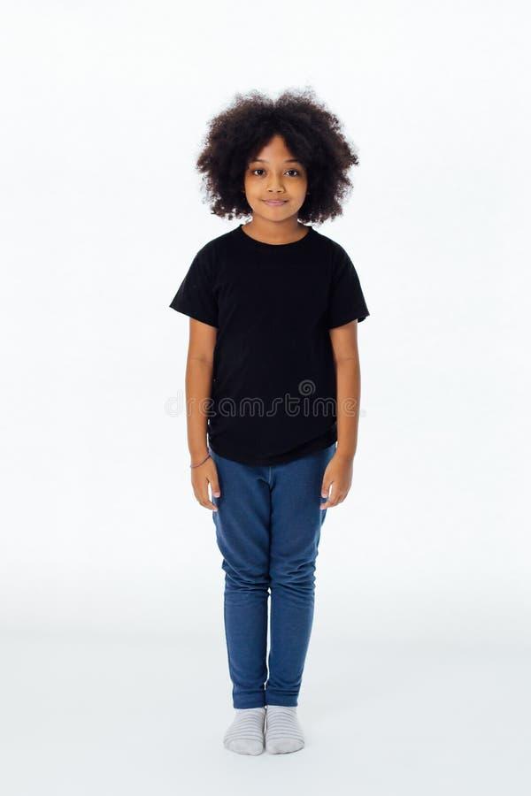在直站的便装样式的青春期前非裔美国人的孩子 免版税图库摄影