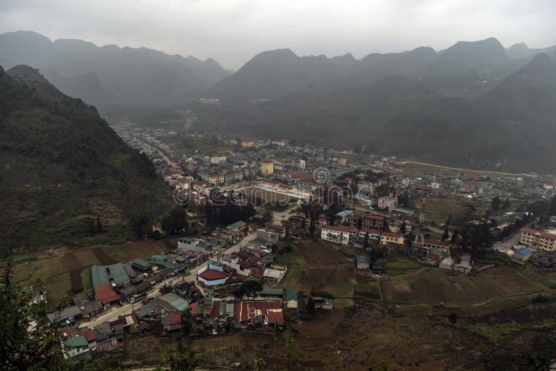 在省河江市的山路 免版税库存图片