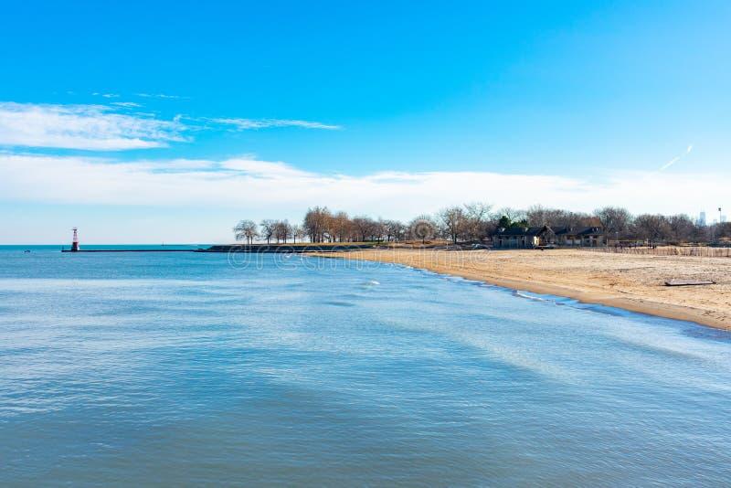 在看起来的芝加哥孵育海滩和密执安湖南 库存图片
