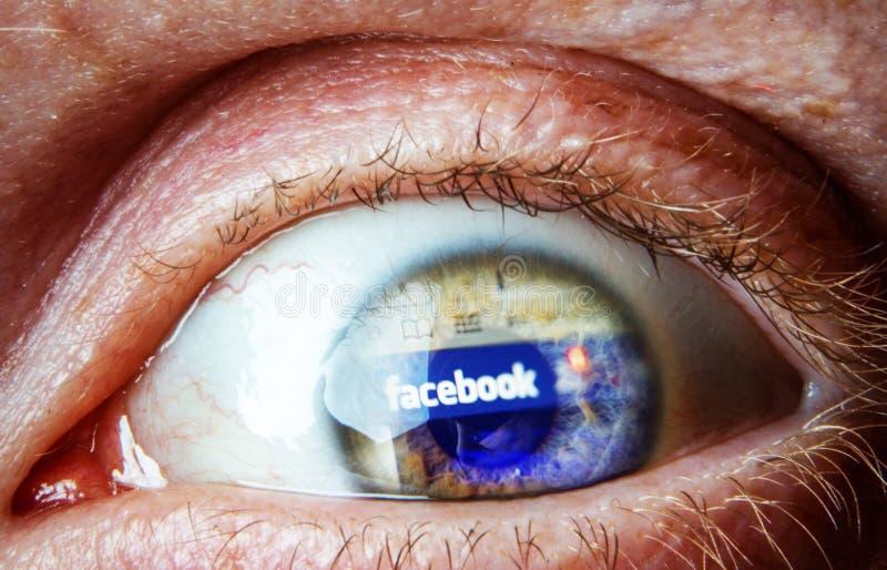 在眼睛的Facebook反射 免版税库存照片