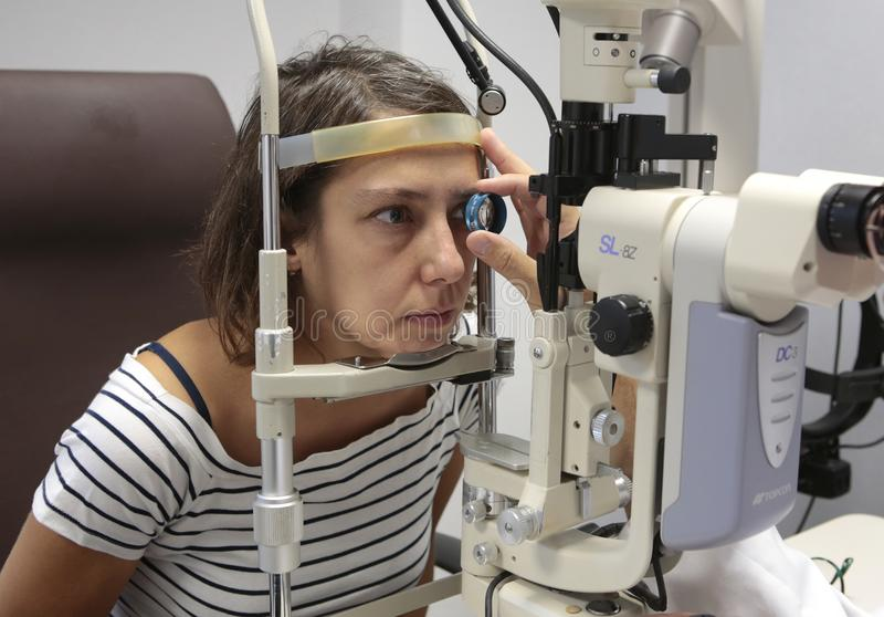 在眼科医生的参观 免版税图库摄影