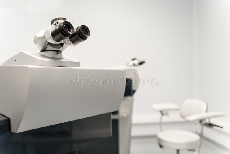 在眼科的设备 免版税库存图片