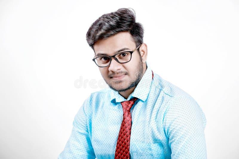 在眼镜的年轻印地安男性模型 免版税图库摄影