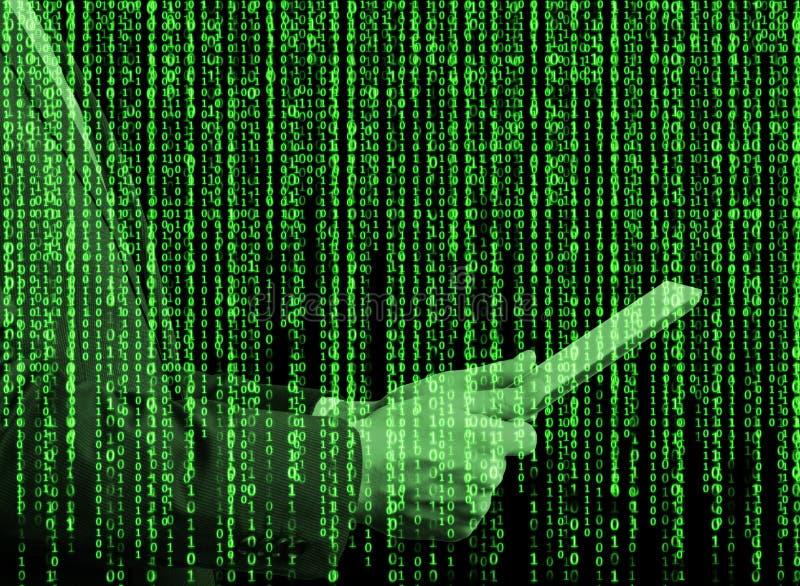 在矩阵样式的数字式全息图 有片剂的一个人在互联网浏览一些数据 库存图片