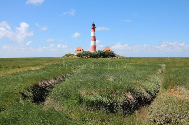 在石勒苏益格-荷尔斯泰因州海岸的韦斯特雷费尔灯塔在德国 库存照片