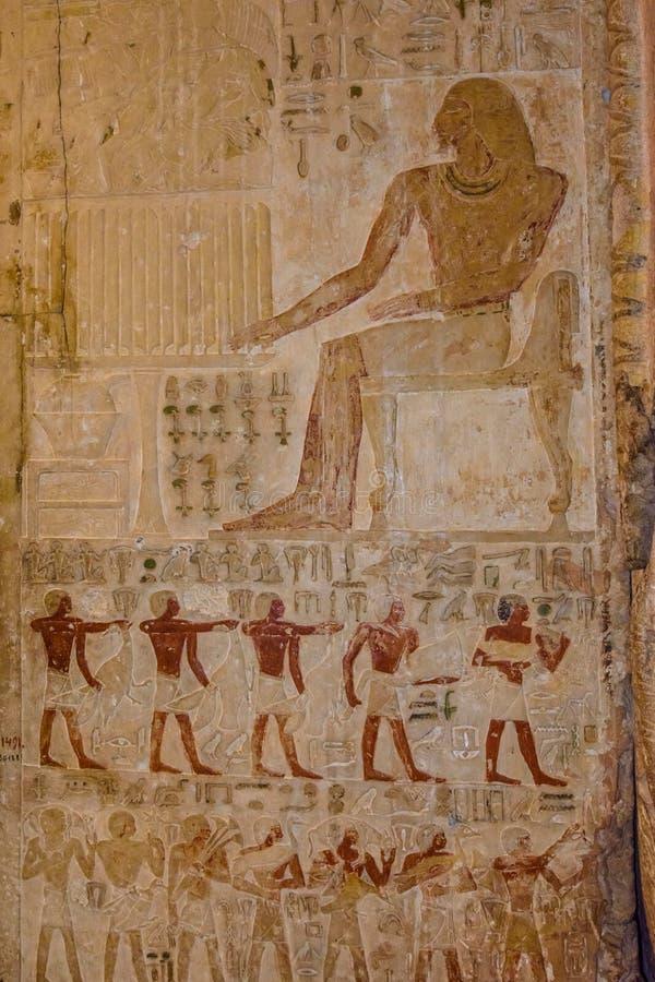 在石墙上的埃及古老象形文字 库存照片