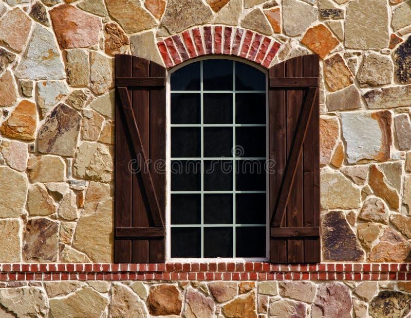 在石墙上的视窗 库存图片