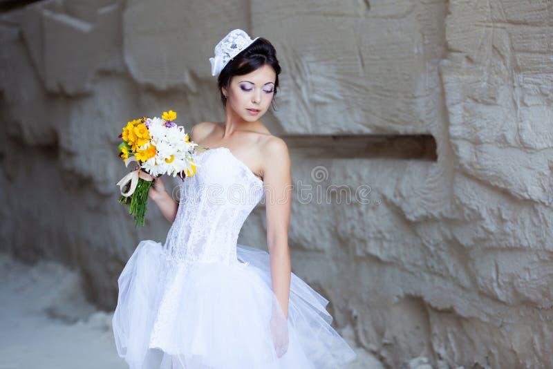 Download 在石墙附近的新娘 库存照片. 图片 包括有 beautifuler, 逗人喜爱, 设计, 白种人, 本质 - 62530628
