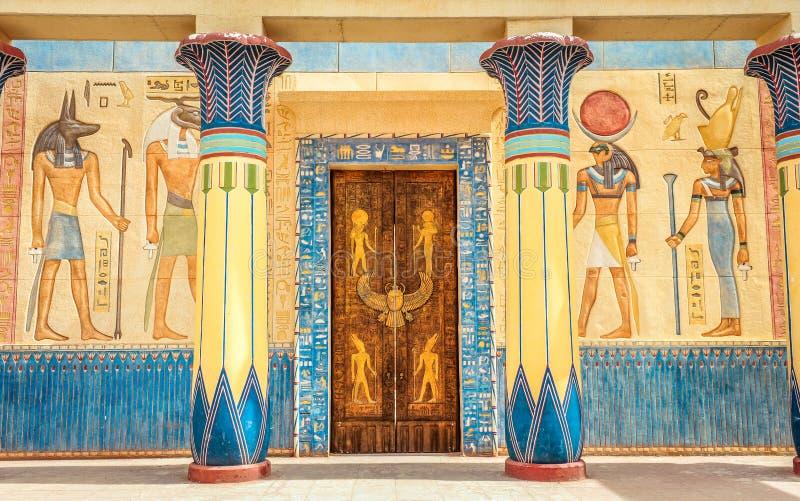 在石头的古老埃及文字在埃及 库存图片