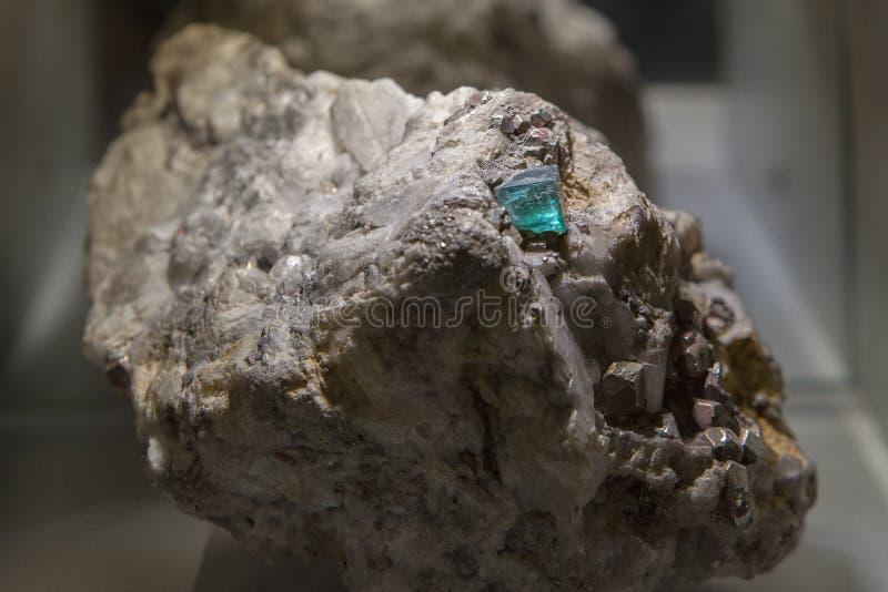 在石头的绿宝石 免版税库存图片