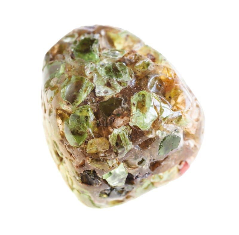 在石头的翻滚的橄榄石(橄榄石)水晶 免版税库存照片