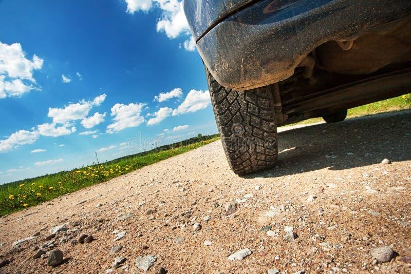 在石渣棍棒的车胎 库存照片