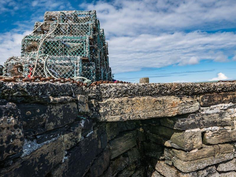 在石码头,奥克尼的龙虾陷井 库存图片