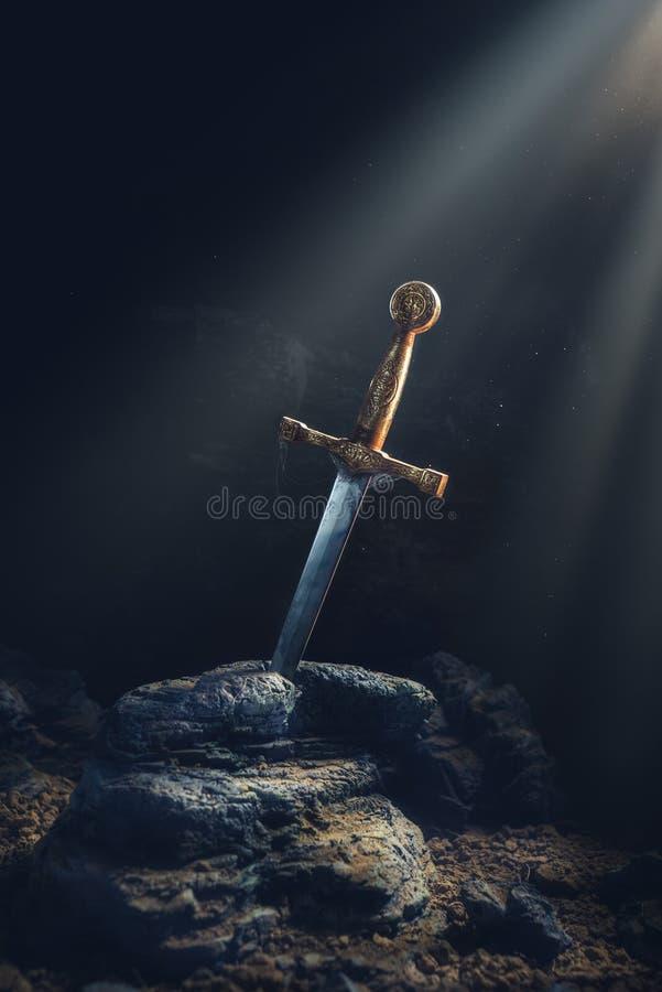 在石excalibur的剑 库存图片