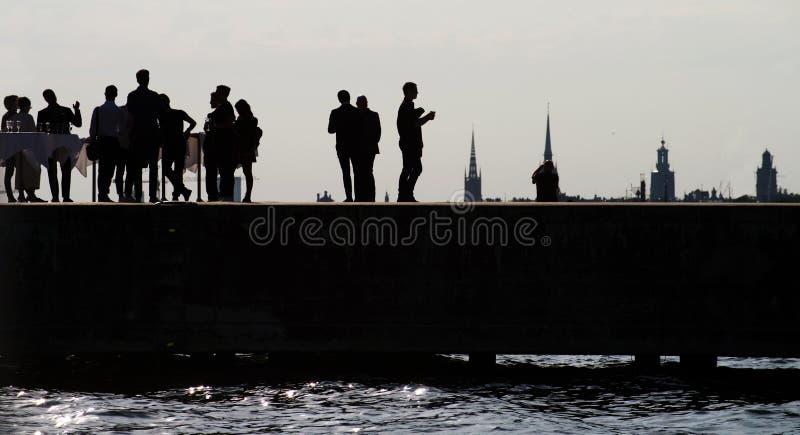 在码头的公司党在老镇的背景 库存照片