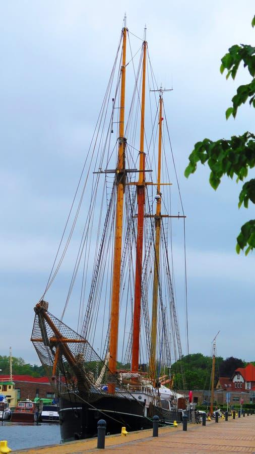 在码头的帆船在丹麦南部村庄 免版税图库摄影