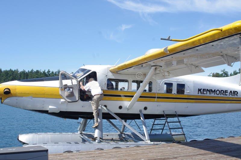 在码头的浮游物飞机 免版税图库摄影