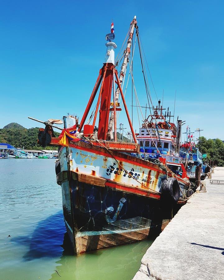 在码头的渔船停泊 免版税库存照片