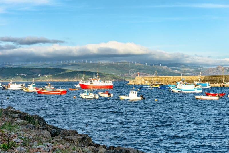 在码头的渔船 西班牙的大西洋海岸 免版税库存照片