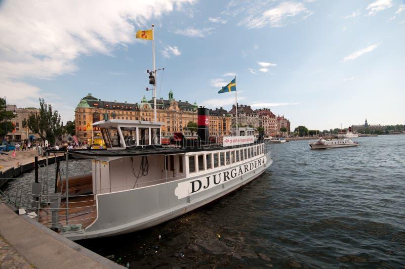 在码头的游览小船,斯德哥尔摩,瑞典 库存照片
