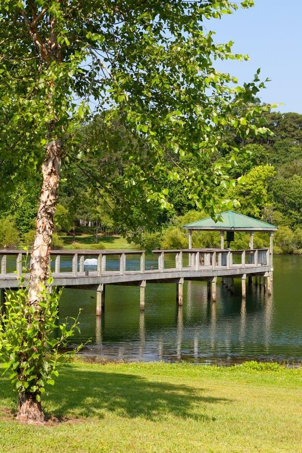 在码头的眺望台湖 免版税库存照片