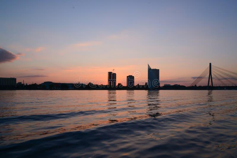 在码头-水波的日落 免版税库存图片