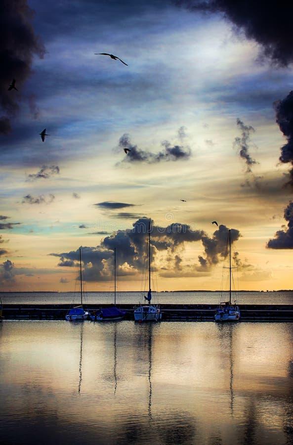 在码头的清早 免版税图库摄影