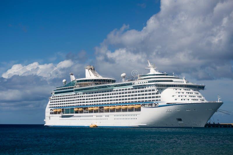 在码头的游轮在加勒比岛 免版税库存图片
