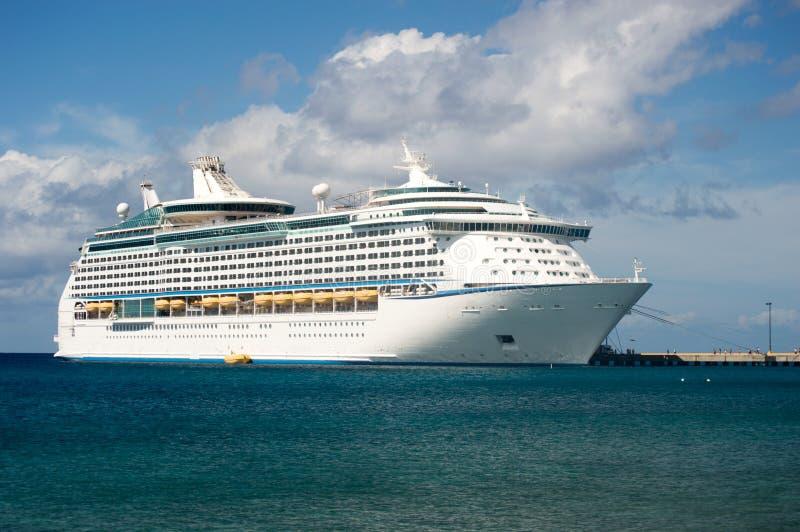 在码头的游轮在加勒比岛 库存照片
