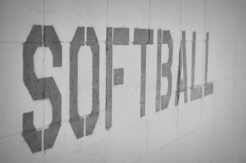 在砖墙上的垒球词 库存图片