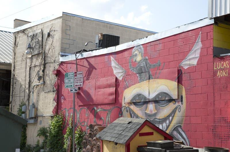 Download 在砖墙上的街道画 编辑类库存图片. 图片 包括有 故事, 布琼布拉, 颜色, 墙壁, 停车, 街道画, 城市 - 72367264
