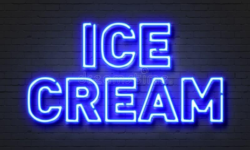 在砖墙背景的冰淇凌霓虹灯广告 免版税库存照片