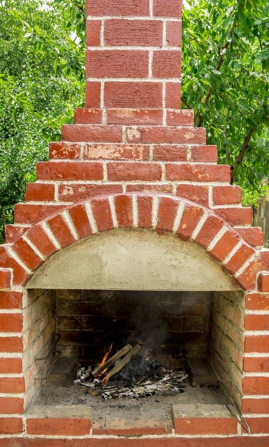 在砖烤肉的火 免版税库存照片