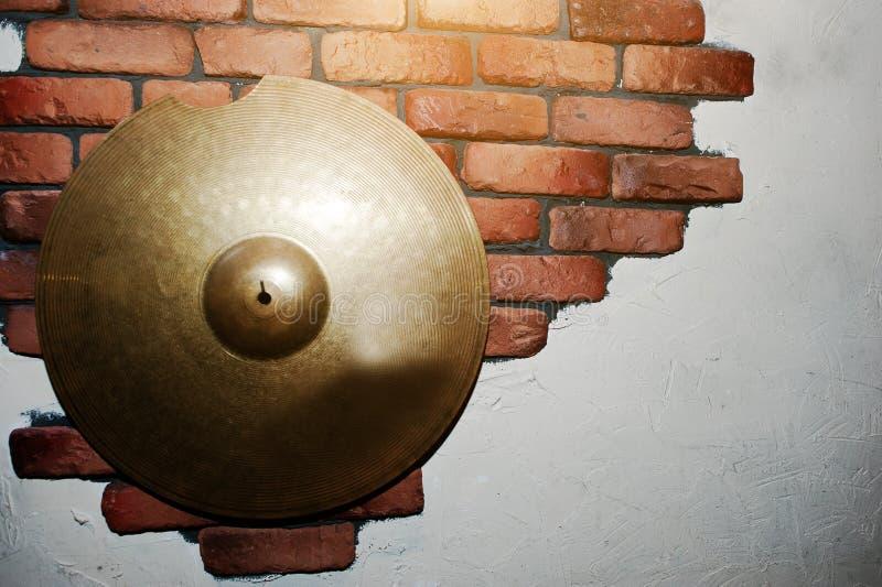 在砖的鼓板材装饰了墙壁 库存照片