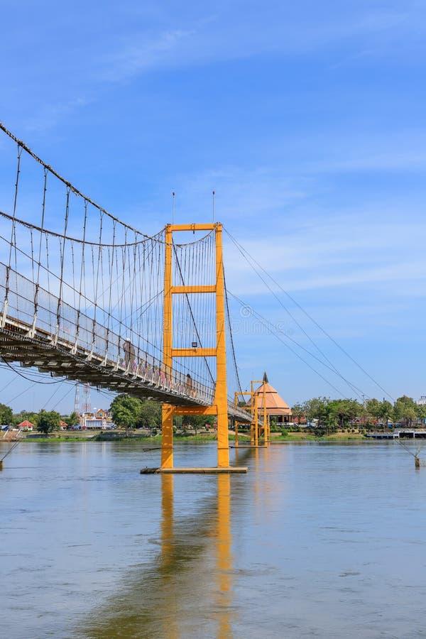 在砰河的曼谷二百年桥梁来兴府的,泰国 免版税库存图片
