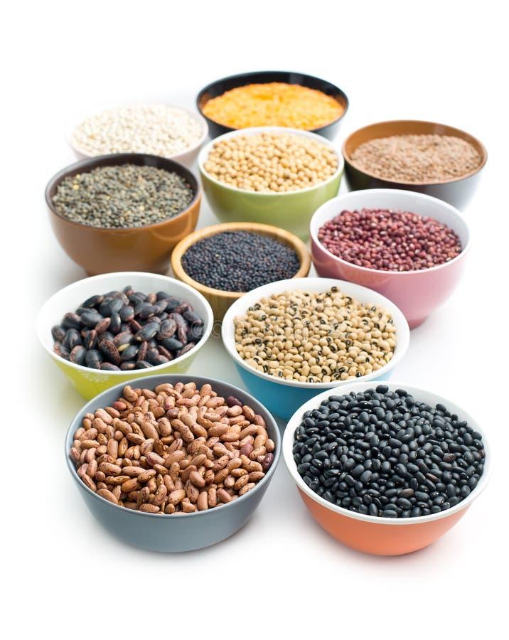 在碗的各种各样的豆类 库存图片