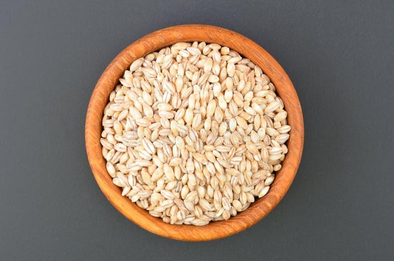 在碗的大麦沙粒 免版税库存照片