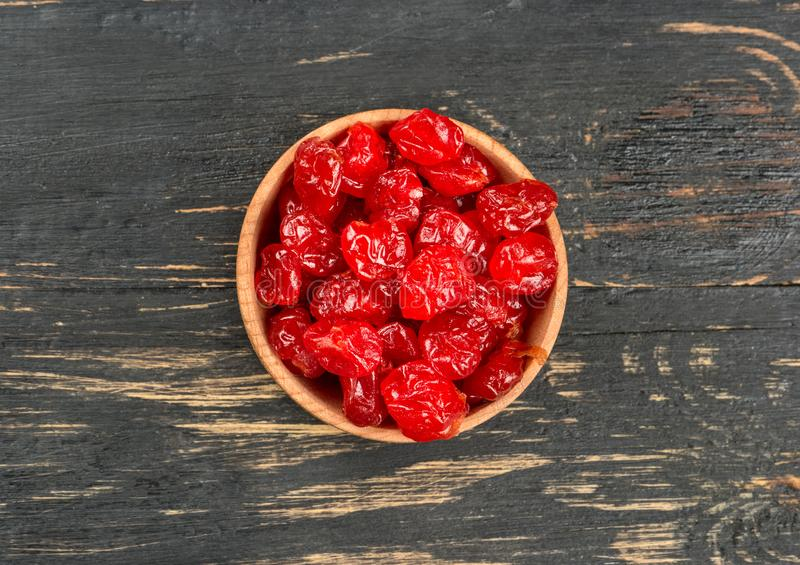 在碗的干樱桃 免版税图库摄影
