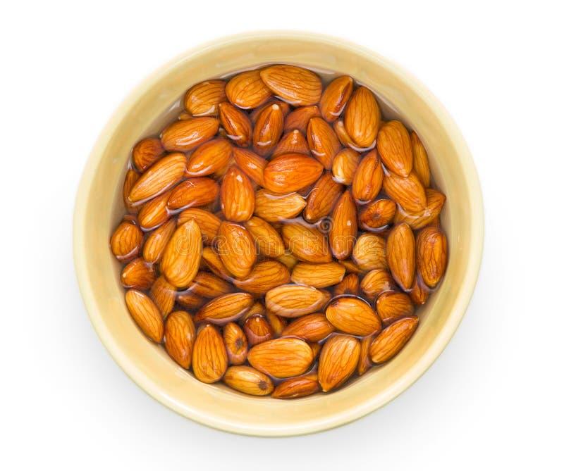 在碗的未加工的杏仁坚果 库存图片