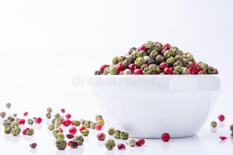 在碗的混杂的干胡椒 库存照片