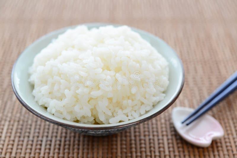 在碗的煮熟的米 库存图片