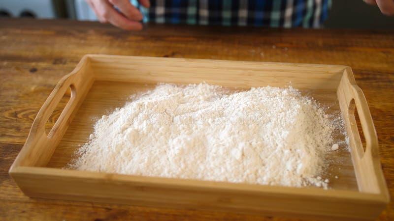 在碗的谷物面粉 粉末,烹调 图库摄影
