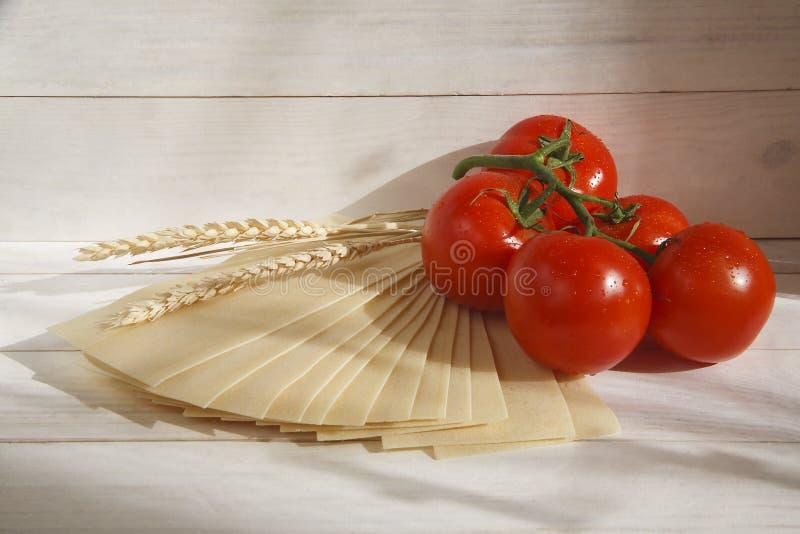 在碗莴苣和蕃茄的菜 免版税图库摄影
