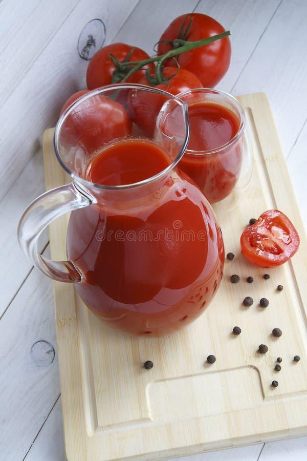 在碗莴苣和蕃茄的菜 图库摄影