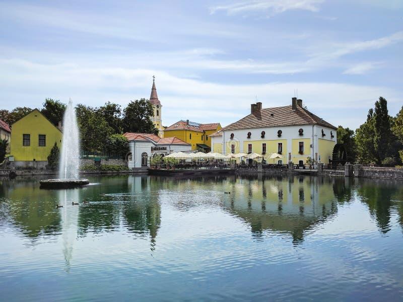 在磨房池塘的喷泉在陶波尔曹,匈牙利 库存照片
