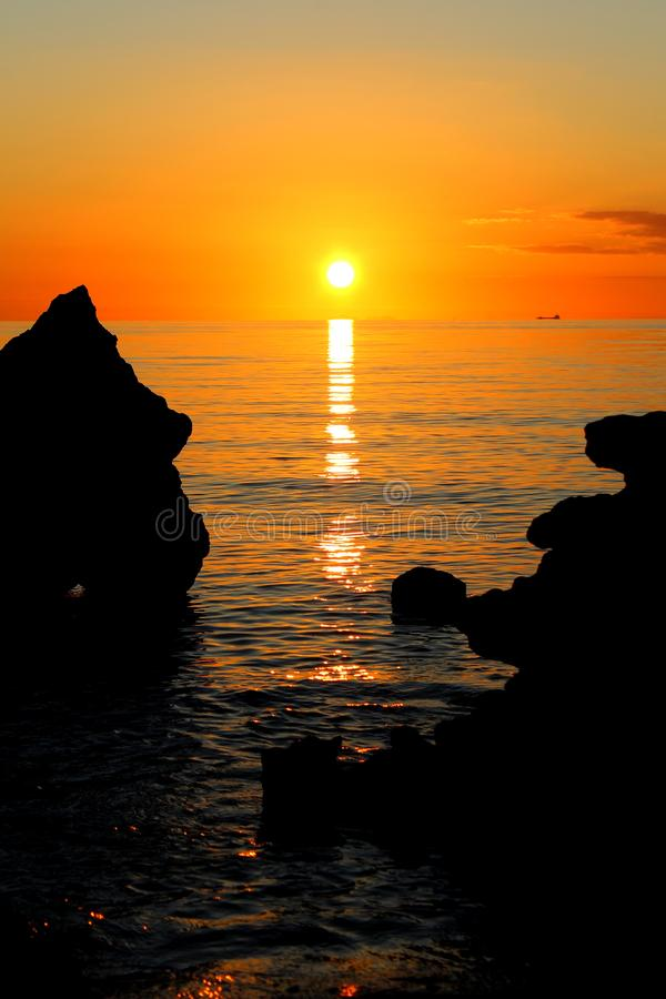 在磨房的壮丽落日在Mornington,莫宁顿半岛,墨尔本,维多利亚,澳大利亚靠岸 库存照片
