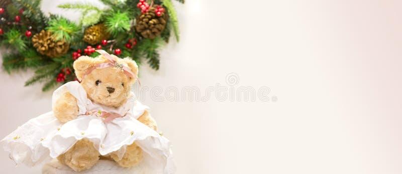 在礼服的逗人喜爱的熊 对圣诞卡问候,新年例证 图库摄影