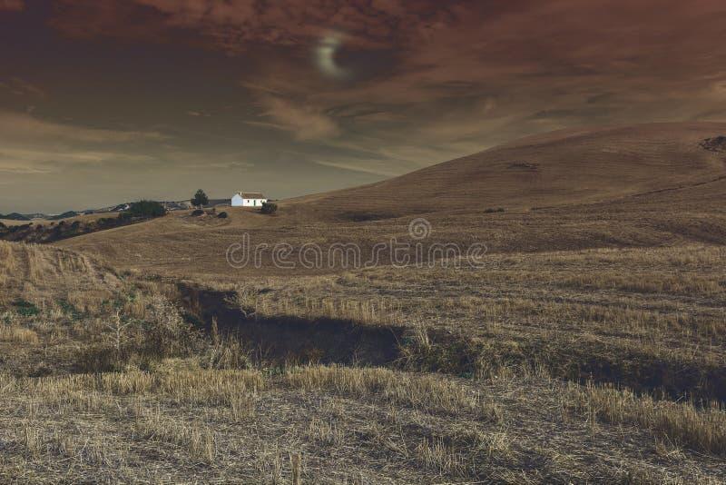 在神秘的光的农舍 免版税库存照片