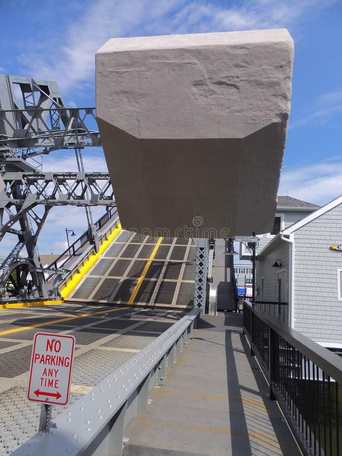 在神秘主义者,康涅狄格的神秘的河开启桥 免版税库存图片